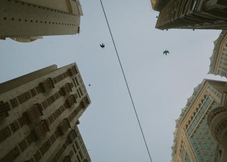 """06_Di dekat area """"King Abdul Aziz Endowment Towers"""", salah satu proyek real estate terbesar di Mekkah yang sudah terbangun. Terdiri dari enam menara apartemen dan sebuah hotel bintang lima"""